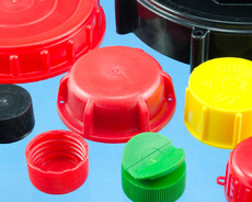 Plastic caps for matching HF weldable neck-, filler flanges and threaded nozzles