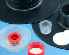 Pakninger og andet tilbehør til skruelåg i sprøjtestøbt plast