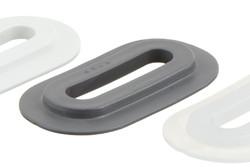 Kunststofföse, Oval, 9/42 mm. Ovale PVC Öse mit eckigen Flanken, für HF/RF-Schweißung an Banner, Planen, Gebäudeverkleidungen etc. 9 x 42 mm Loch. Funktioniert zusammen mit dem Kunststoffhaken 05-446 als Verschluss.
