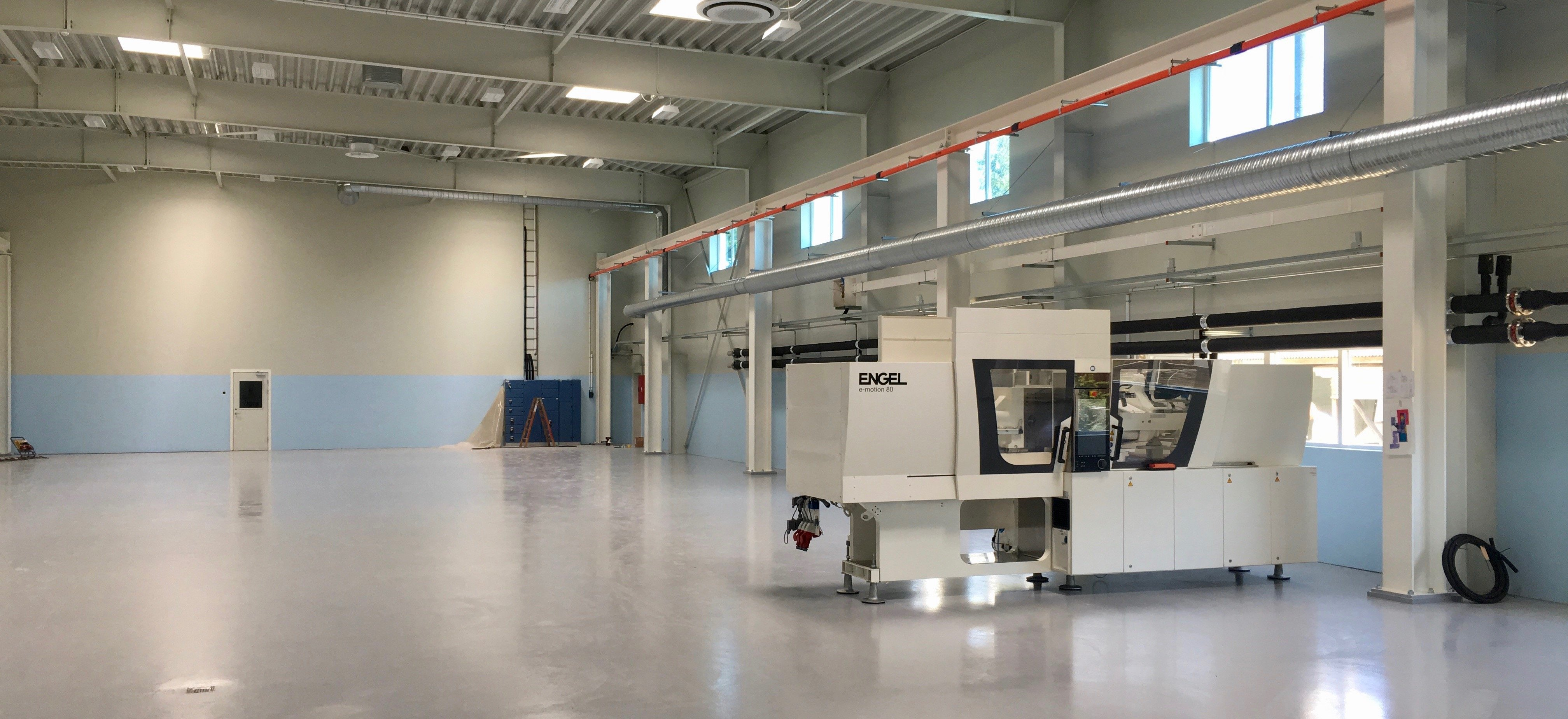 First new injection moulding machine enters the new Carmo workshop in Denmark